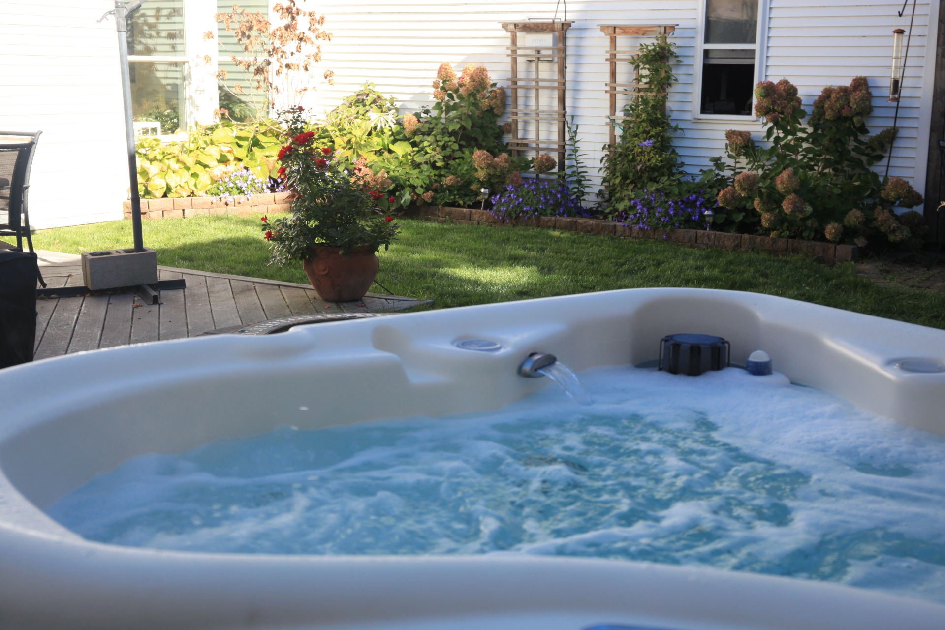 Outdoor 2 person hot tub